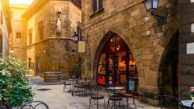 10 lugares para beber y conversar en el Barrio Gótico en Barcelona
