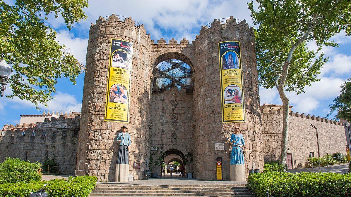 Entrada del Poble Espanyol en Barcelona - Puertas de Ávila